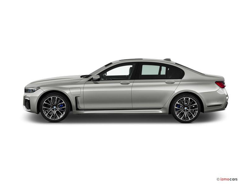 Photo de la BMW SERIE 7 M SPORT 745E 394 CH BVA8 4 PORTES à motorisation HYBRIDE RECHARGEABLE et boite AUTOMATIQUE de couleur GRIS - Photo 1